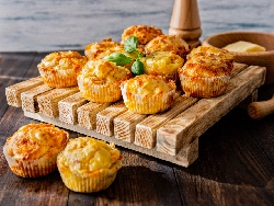 Солени мъфини с кисело мляко и синьо сирене - снимка на рецептата